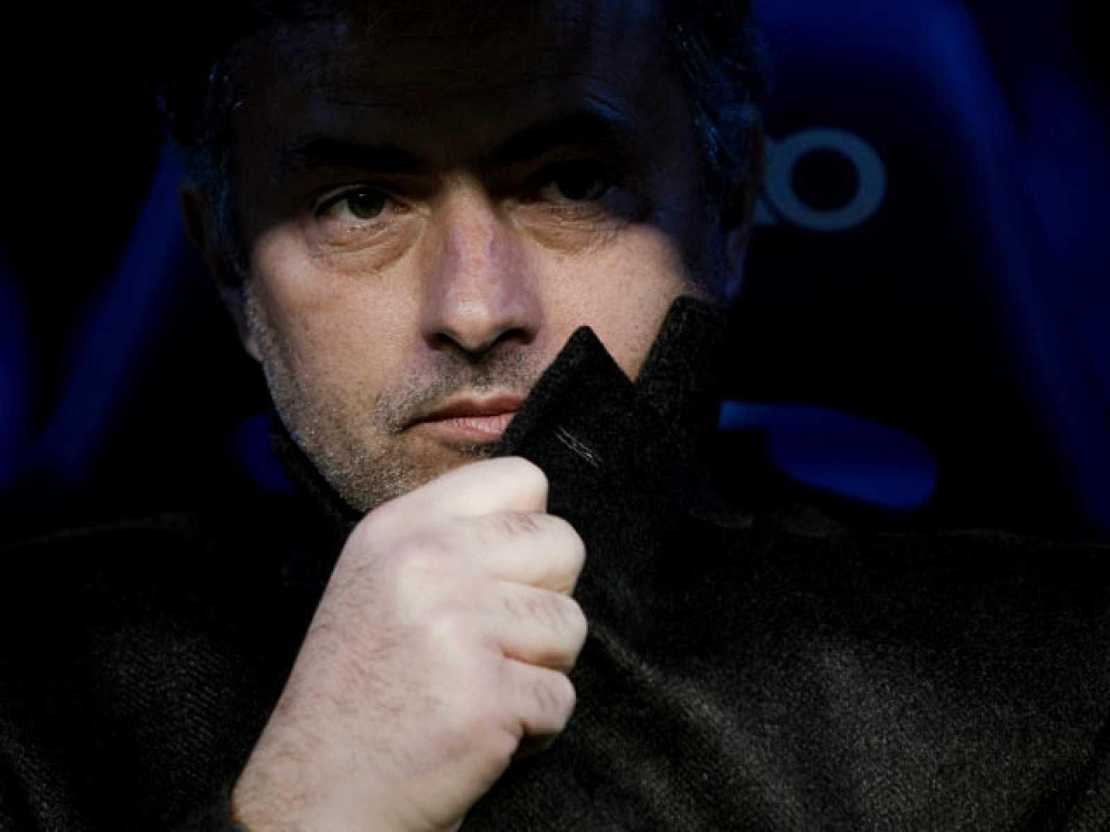 El entrenador del Real Madrid, José Mourinho, ha criticado a su directiva y le ha pedido que defienda al equipo.