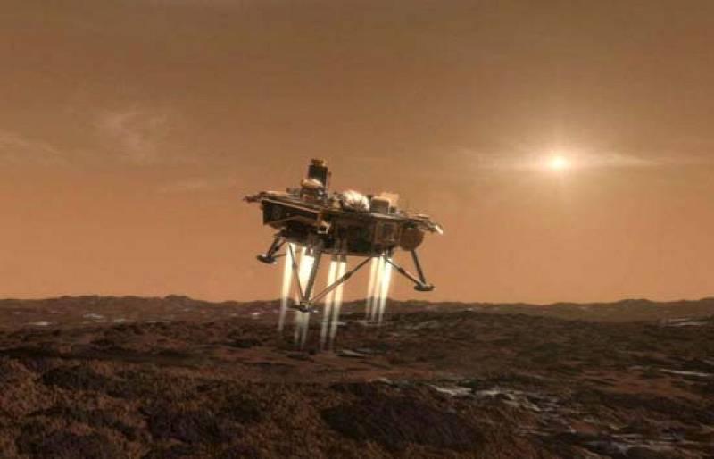 La sonda Phoenix llega esta noche al final de su viaje de 679 millones de kilómetros para protagonizar el primer descenso de un artefacto humano sin colchones de aire en la superficie de Marte en más de treinta años (25/05/08).