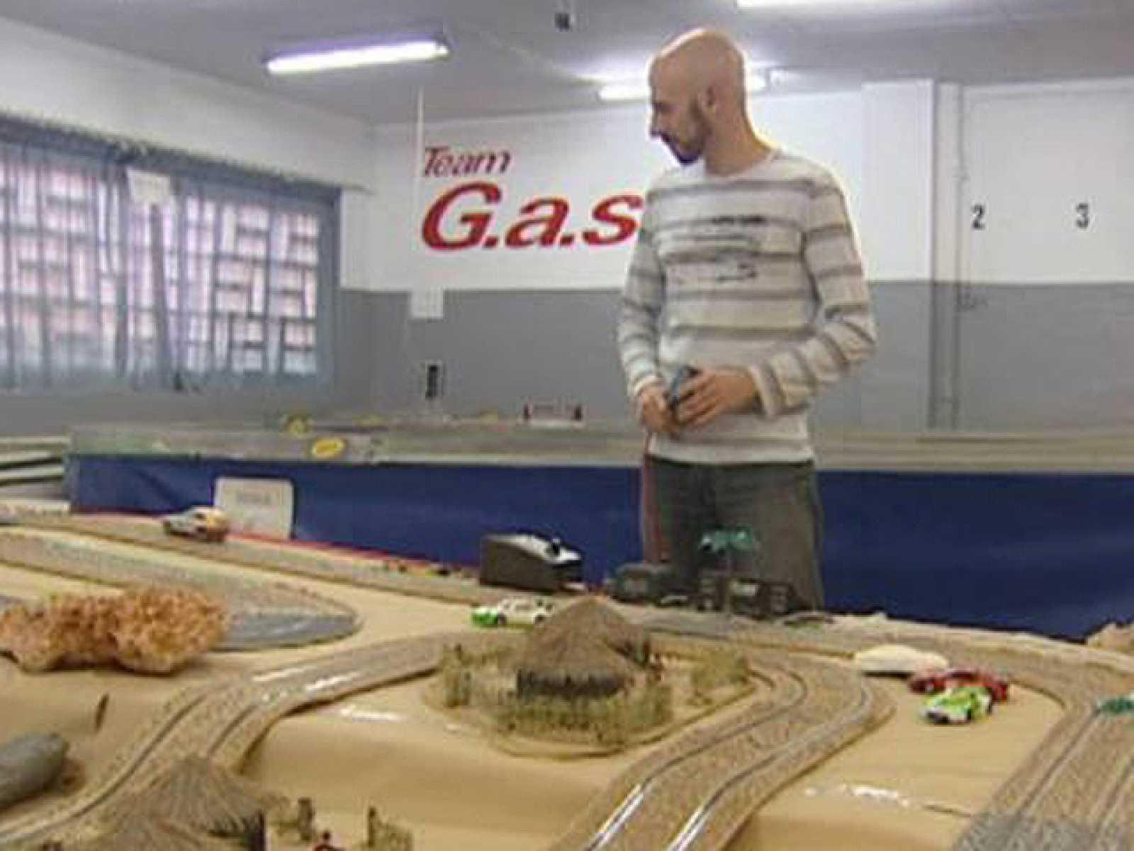 Miquel Gobianas es un profesional del Slot, o lo que comúnmente llamamos scalextric. Gobianas ha ganado campeonatos nacionales e internacionales y es toda una estrella al mando de los clásicos coches en miniatura.