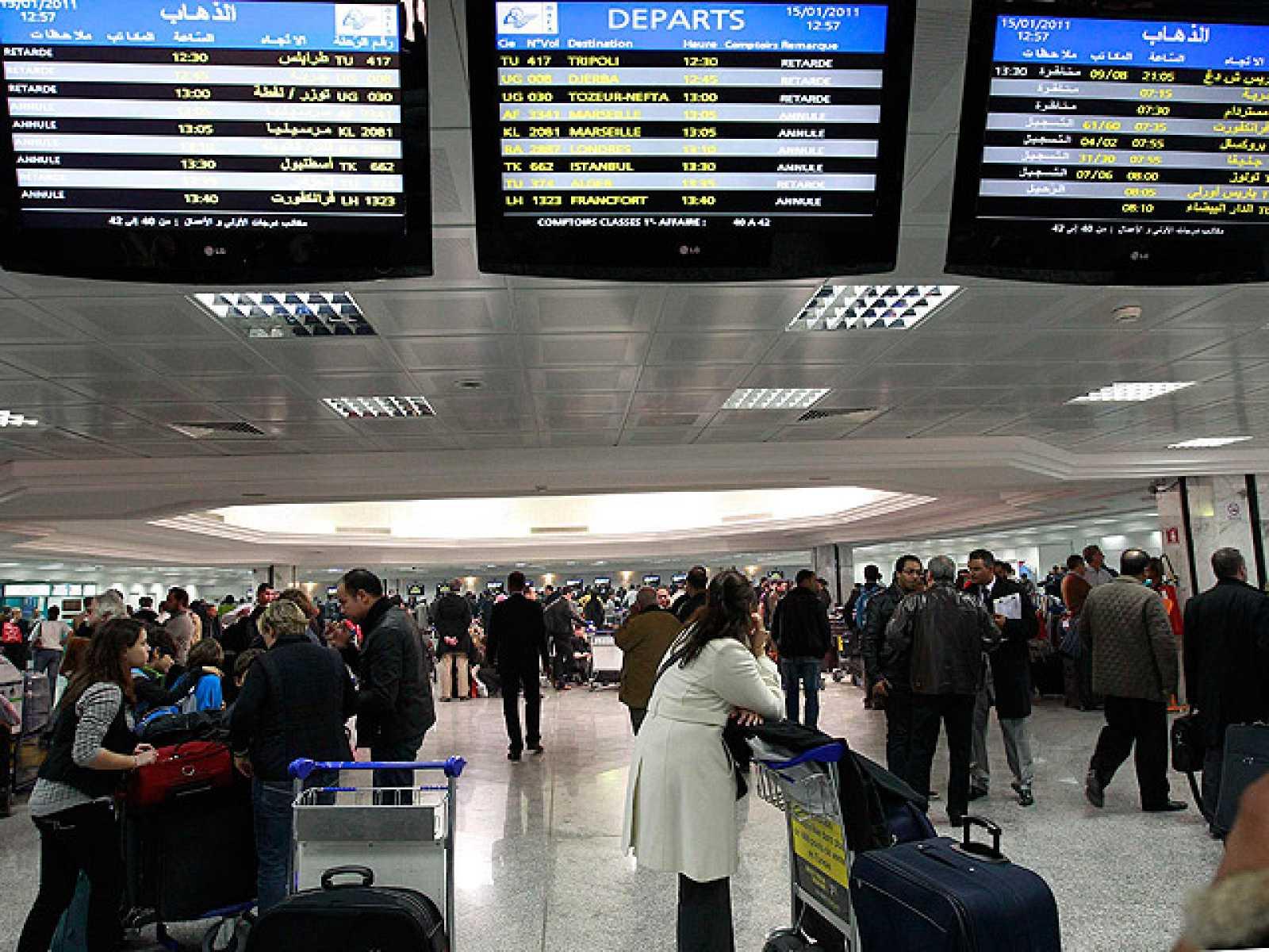 Turistas españoles atrapados en el aeropuerto de Túnez
